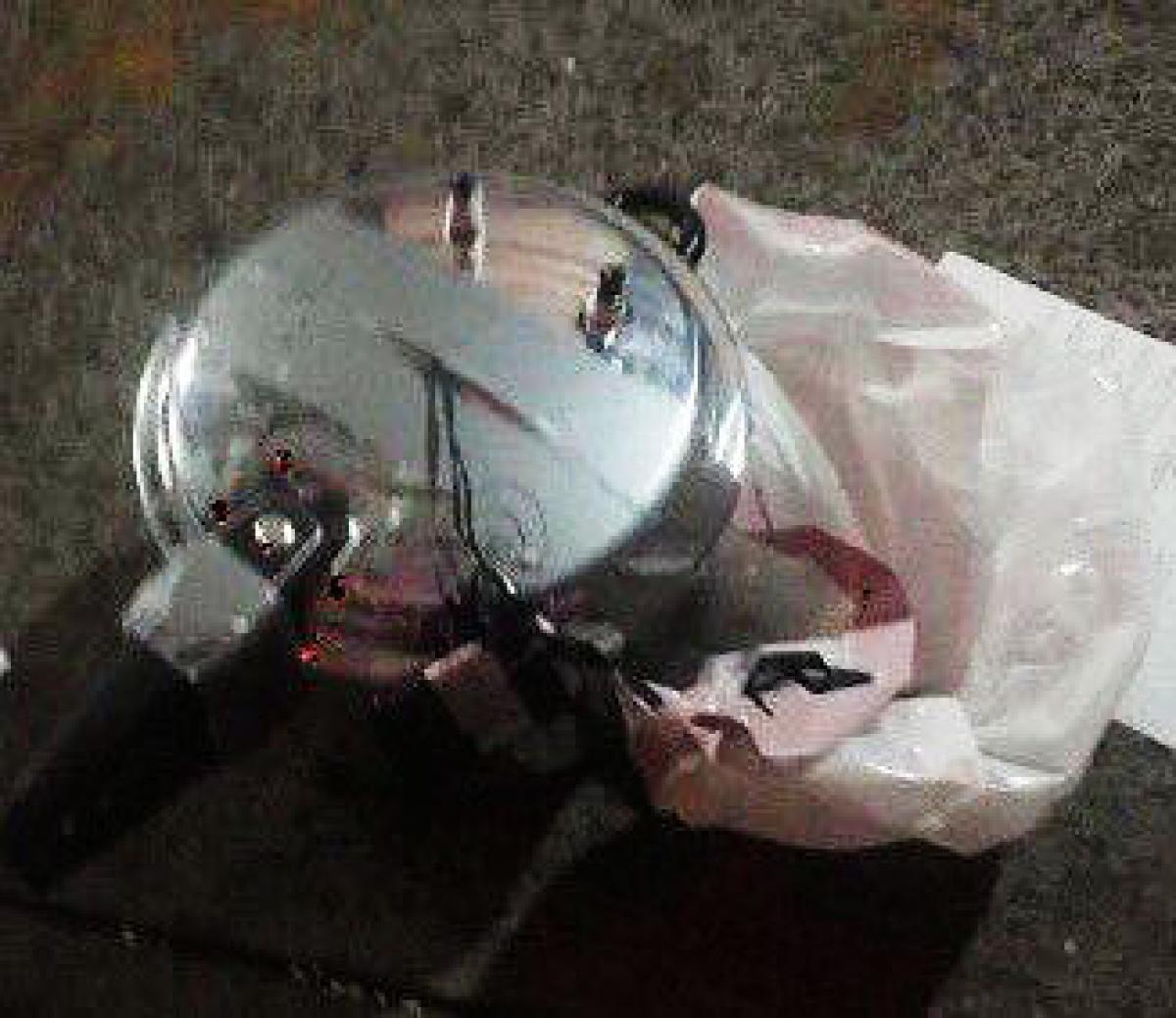 當局在曼克頓爆炸案現場附近發現另一爆炸裝置,同為一個連接電線及手機的壓力煲。圖片來源:NYCITYALERTS/Twitter