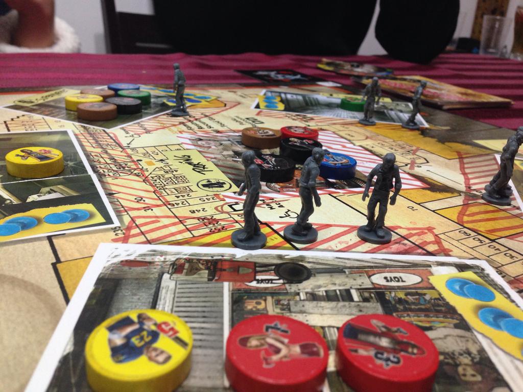 圓形的棋子為玩家的人物角色。