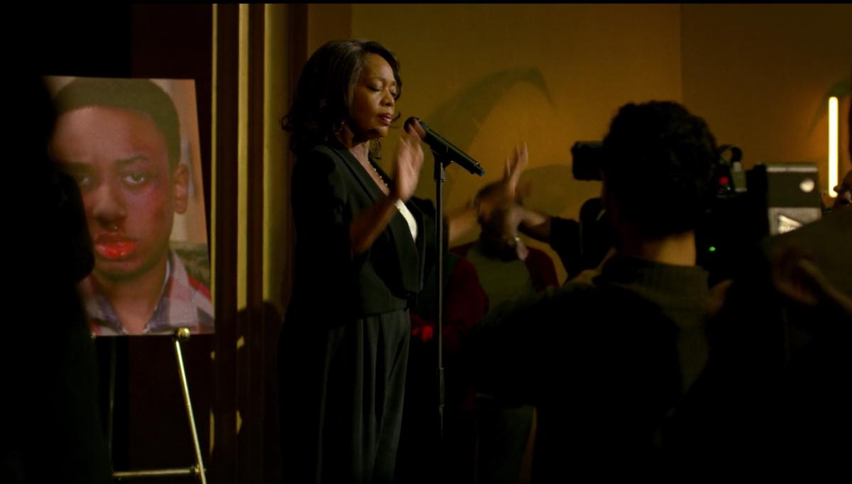 Mariah 演說,煽動恐懼。 圖片來源:Luke Cage 劇照。