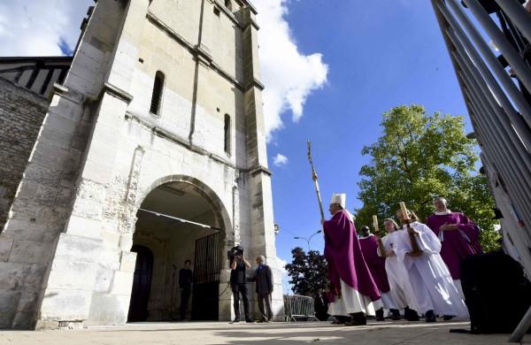 牧師 Hamel 的紀念儀式。  圖片來源:路透社