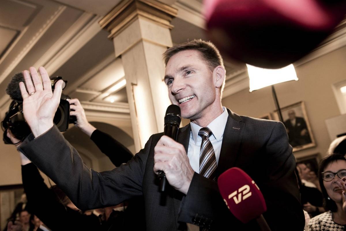 丹麥人民黨主席 Kristian Thulesen Dahl 承認部分成員的發言「過了火」,但他同時辯稱這也是種幽默。 圖片來源:neweurope