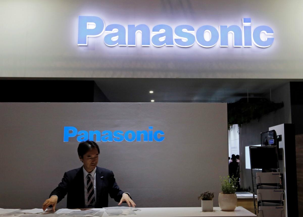 日本千葉「物聯網」高級科技展日前開鑼,Panasonic 今年重新參展,展出「互動醫療鏡」及互動 LED 服裝等產品。 圖片來源:路透社