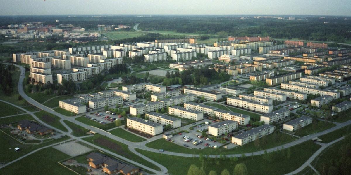 位於瑞典首都斯德哥爾摩的 Rinkeby,住戶約 16,000 人,是當年百萬房屋政策下的產物。現時區內 89% 居民都是新移民或其後代。