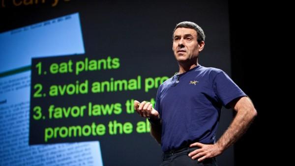 紐約 Brad College 環境及物理學家 Gidon Eshel 建議可少吃牛肉,若轉為食雞肉,可比吃牛肉減少約 80% 的排放。 圖片來源:PopTech