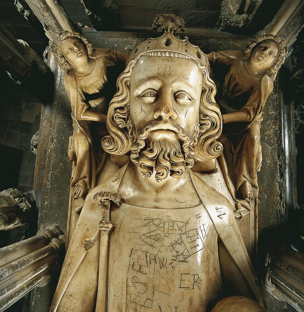 愛德華二世是唯一葬在格羅斯特大教堂的君主。