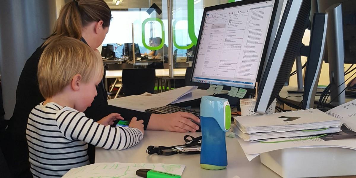 公司周不時有「童工」同事,每逢學校假期都有不少同學帶孩子上班。