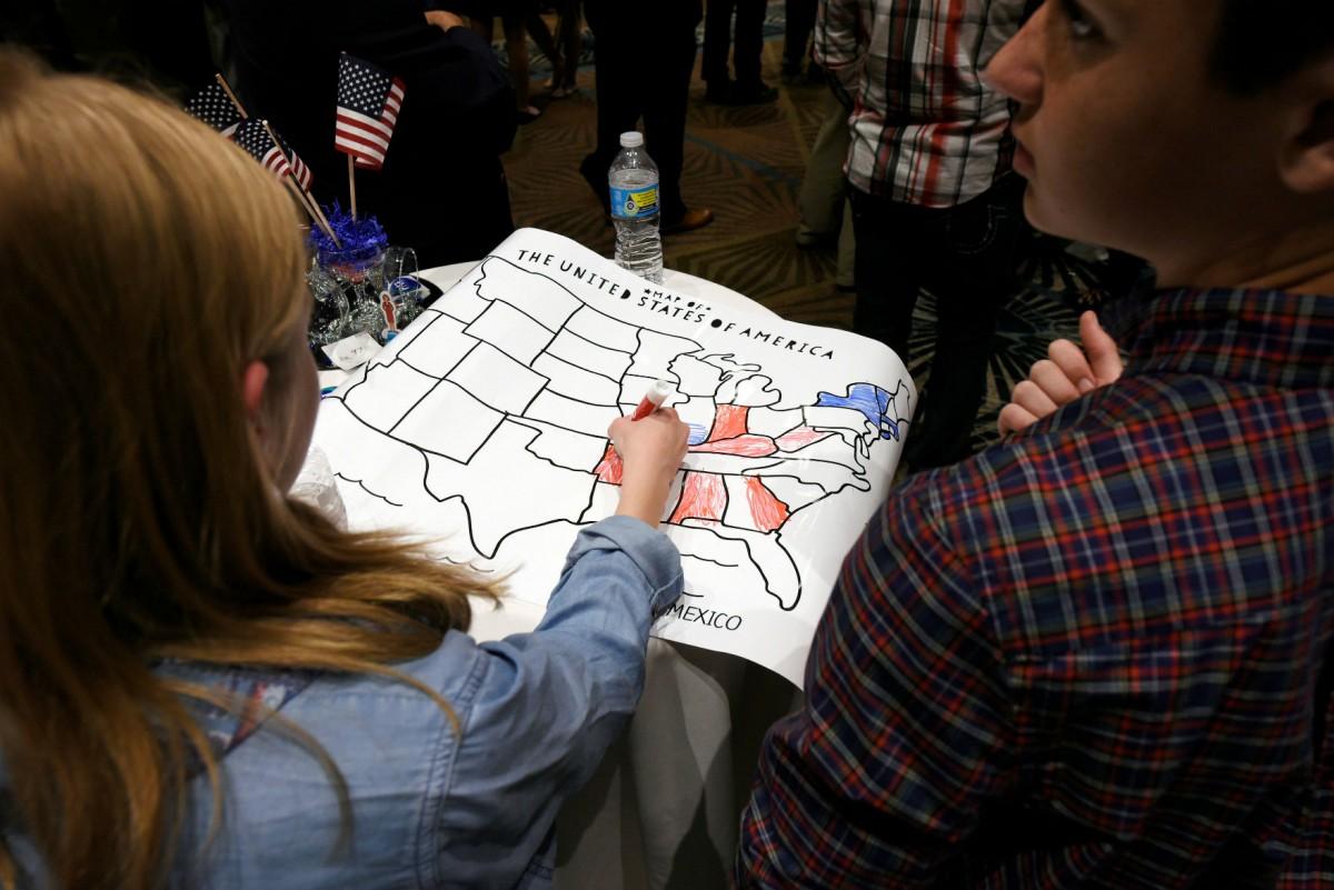 美國選舉制度違反人口比例代表原則,民主程度長年為人垢病。 圖片來源:路透社