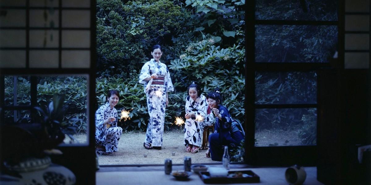 日本電影《海街日記》的一幕,日本美學觀仍然傳承,這也令日本出品的電影猜有一種獨特,只有日本電影才有的質感。