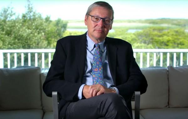 哈佛大學經濟學教授 Gregory Mankiw 就建議開徵「碳稅」,迫使人要面對氣候變化的成本。 圖片來源:Before the Flood