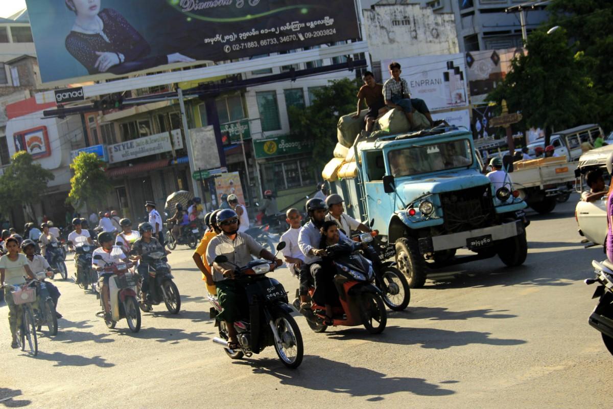 新來者與緬甸人之間關係緊張,緬甸人用仇恨的眼光看華人,認為他們非常傲慢。 圖片來源:vagabondurges.com