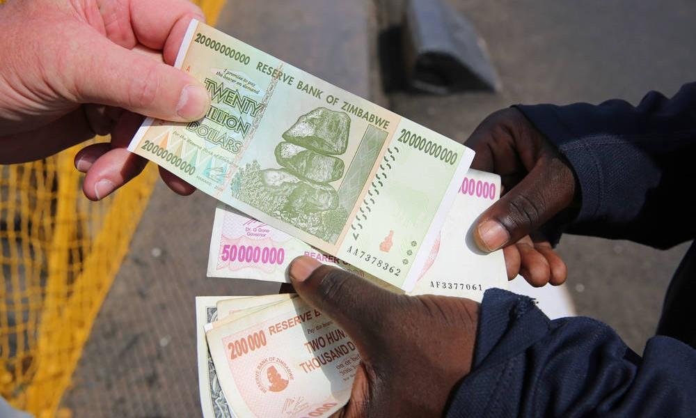 津巴布韋在 2009 年起,放棄自身的貨幣,國民可改用美元或其他外幣交易。