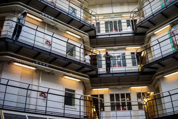 近年荷蘭關閉多間監獄,部份改建成難民收容所。圖片來源:vice