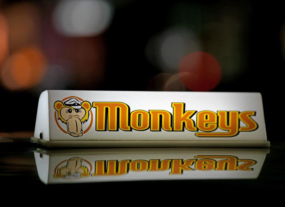 這個猴子行燈激發了 James 對日本的士行燈的興趣。 圖片來源:Twitter / Alexander James