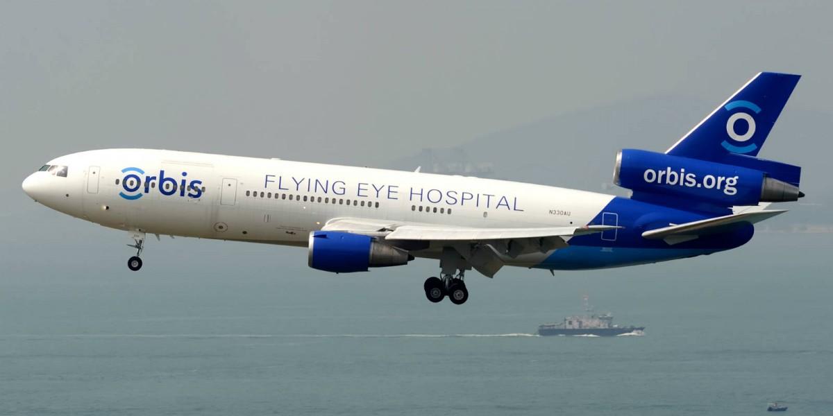 在今年 9 月底,David Blizzard 駕駛第三代眼科飛機醫院由瀋陽飛往香港。(相片由香港鐵鳥攝影會提供)