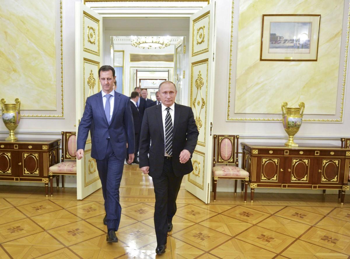 普京與阿薩德在克里姆林宮會面。自去年起,俄羅斯直接介入戰事,空襲敍利亞反抗軍據點。 圖片來源:路透社