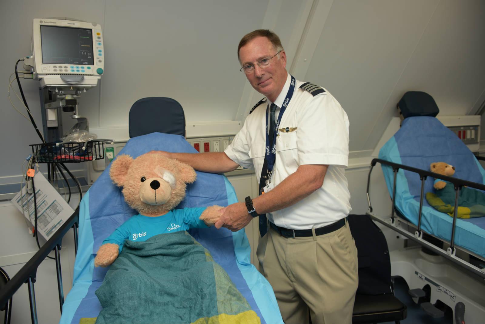 奧比斯眼科飛機醫院義務飛機師 Captain David Blizzard