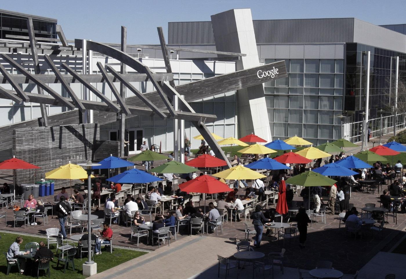 有 Google 員工直言,生活圈子極其狹窄,朝早開會、中午吃飯和晚上喝酒的對象,都是自己同事。圖片來源:路透社
