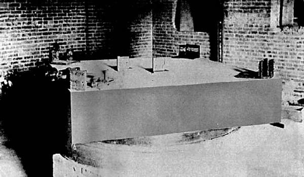 圓形的水銀槽上的儀器。 圖片來源:Case Western Reserve University