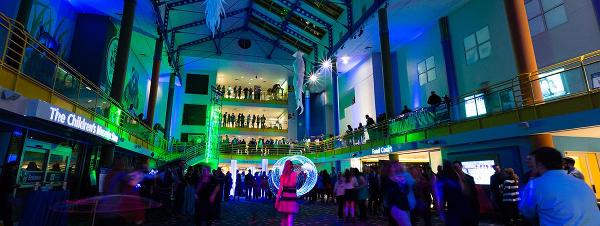 沒有小孩只有酒精,這種夜場般的兒童博物館,你感興趣嗎?圖片來源:Sapphire Theatre