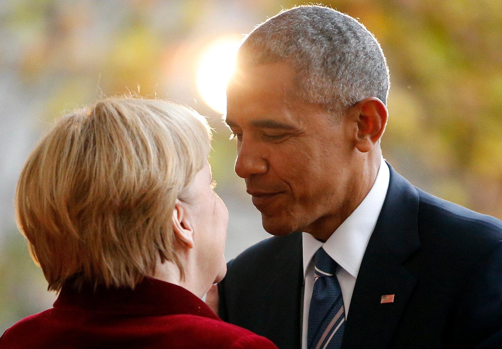 11 月 17 日,默克爾迎接到訪德國的奧巴馬。