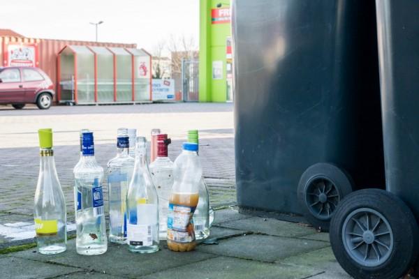 飲品商減少使用可循環再用的瓶樽,亦是垃圾增加的原因。
