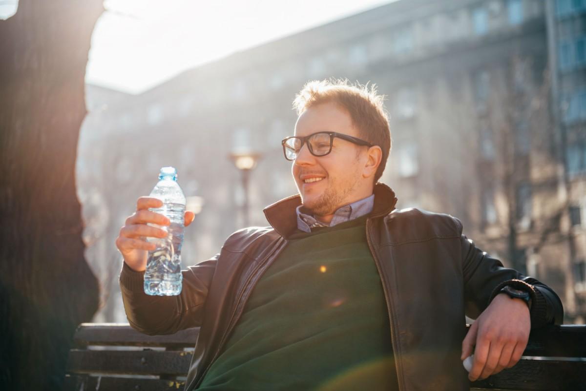 哥買的不是水,是方便。