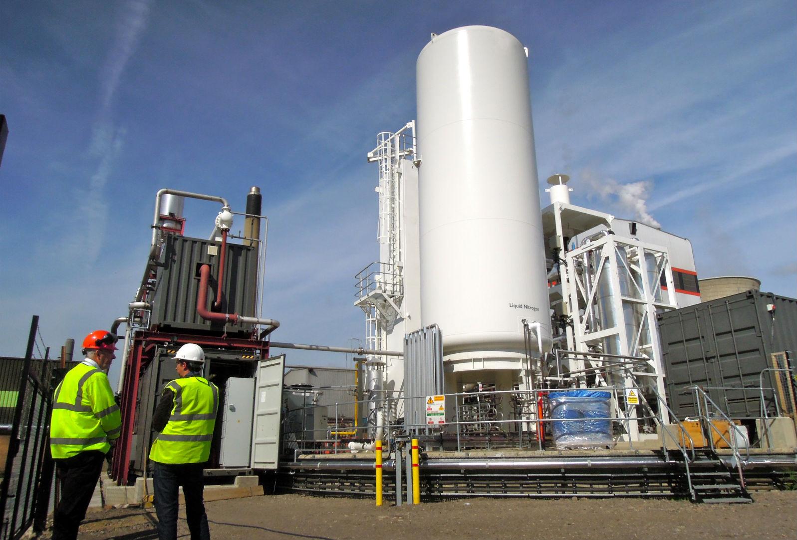 「低溫物理蓄電」利用可再生能源產生的電力,加壓及冷卻空氣,儲存能量。  圖片來源:Highview Power