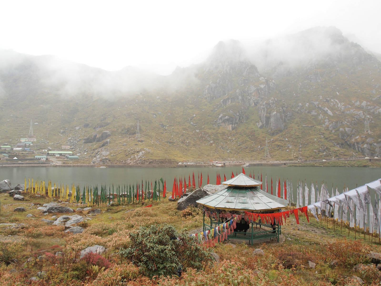 印度藏區錫金,大量藏民聚居,四處可見達賴喇嘛相片,比西藏更傳統。