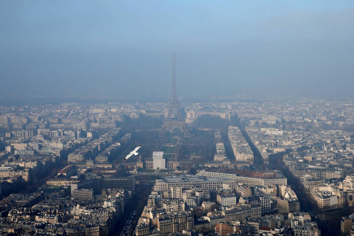 2016 年 12 月 29 日,可見巴黎空氣污染嚴重。 圖片來源:路透社