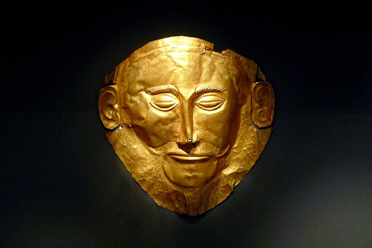 Schliemann 在邁錫尼文明發現的阿伽門農面具。Schliemann 錯誤把它識別為古希臘國王阿伽門農的面具,事實上這件文物要比阿伽門農的時代要早得多。 圖片來源:Flickr