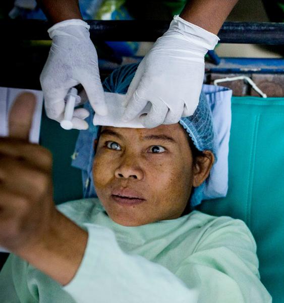 一個短至 15 分鐘的手術,便可以令失明患者重拾光明。