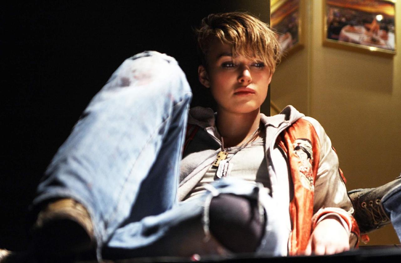 電影 Domino(2005)劇照;女主角 Keira Knightley 曾在訪談中表示自己是「真正的 tomboy」。