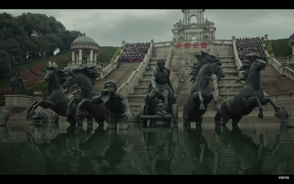英國製作人 Jamie XX 在中國鬼城拍攝的 MV 截圖。 圖片來源:Jamie XX Gosh