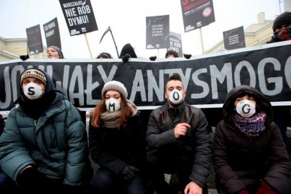 波蘭上月有民眾示威,要求政府處理空氣污染問題。 圖片來源:路透社