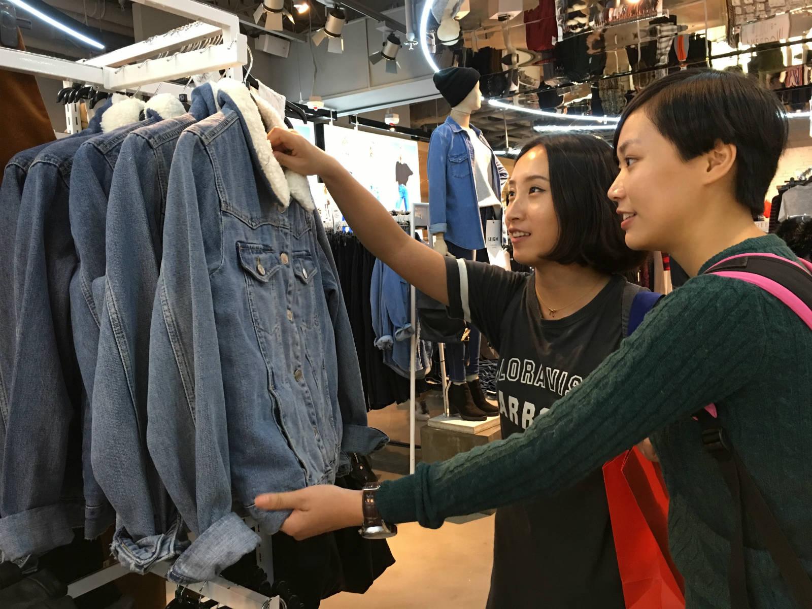 港人沉迷購物,四成人「購物忍手期」少於一星期,普遍平均每月花費近 800 元置裝。