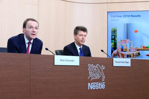 雀巢行政總裁 Ulf Mark Schneider(圖左) 圖片來源:路透社