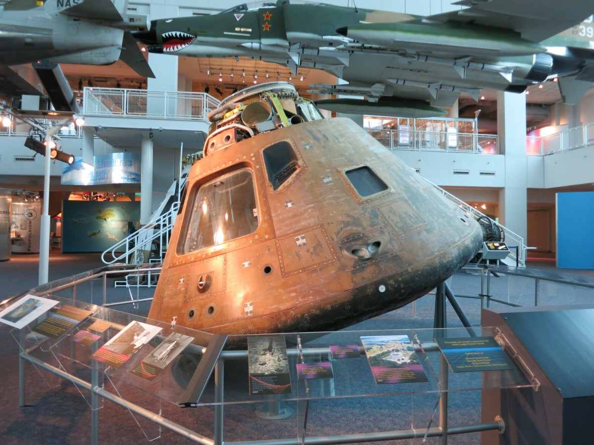 Apollo-12-Virginia-Air-and-Space-Center