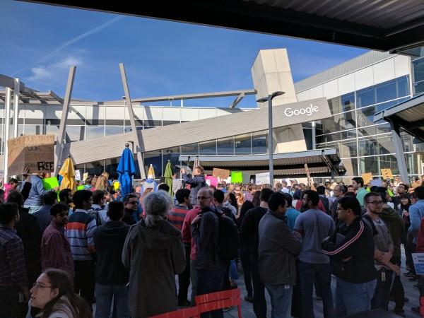 約 2,000 名 Google 員工參與反入境禁令示威。圖片來源:Louis Gray/Twitter