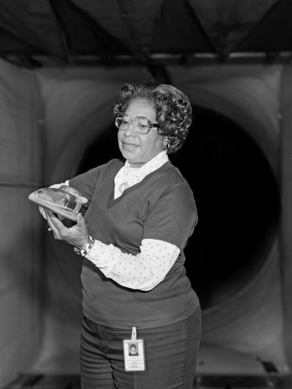 Mary Jackson 在 NASA 工作時的照片。 圖片來源:Wikicommons