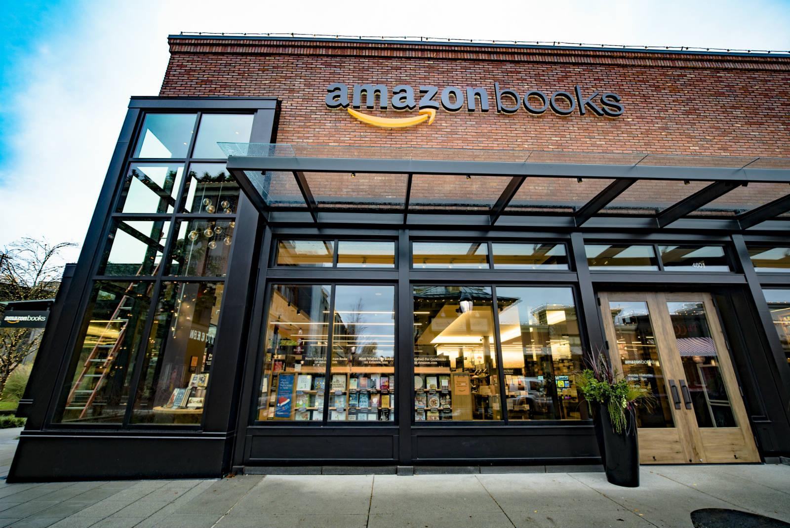 全球最大網上零售商亞馬遜(Amazon)開設實體書店,第一間位於美國西雅圖大學村(University Village)購物中心。