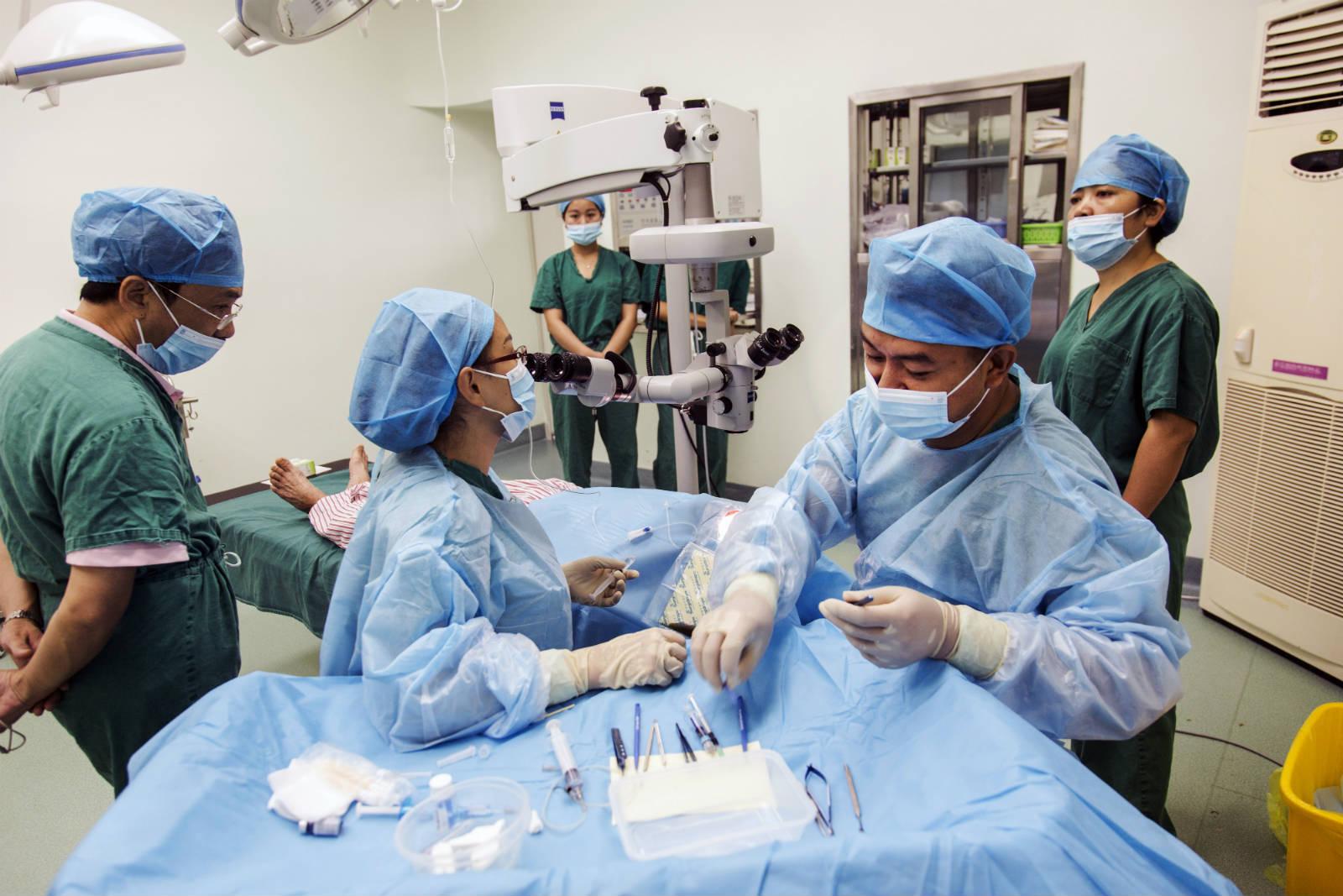 由資深醫生帶著後輩學習手術技巧,能快速提升醫生的手術水平。