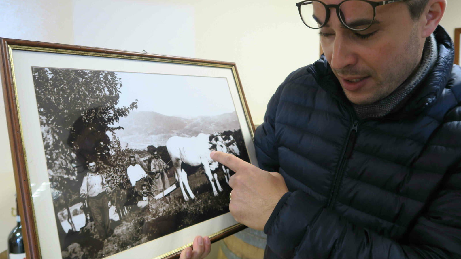 Bocale 酒莊莊主 Vanlentino Valentini 介紹其先輩如何在此種植葡萄。
