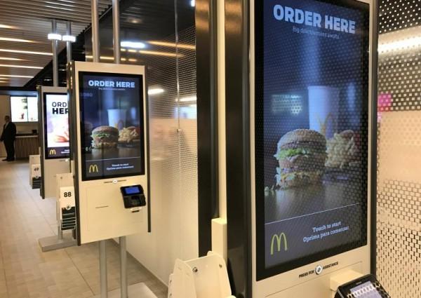 麥當勞引進自助點餐機,距食品生產全自動化還有多遠? 圖片來源:路透社