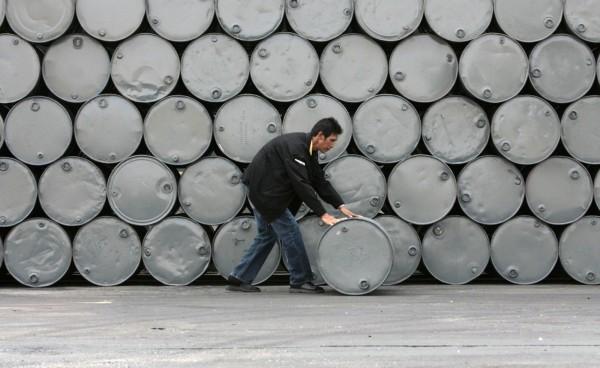 3 年前油價大跌,令依賴石油的委國經濟,從此一蹶不振。圖片來源:路透社