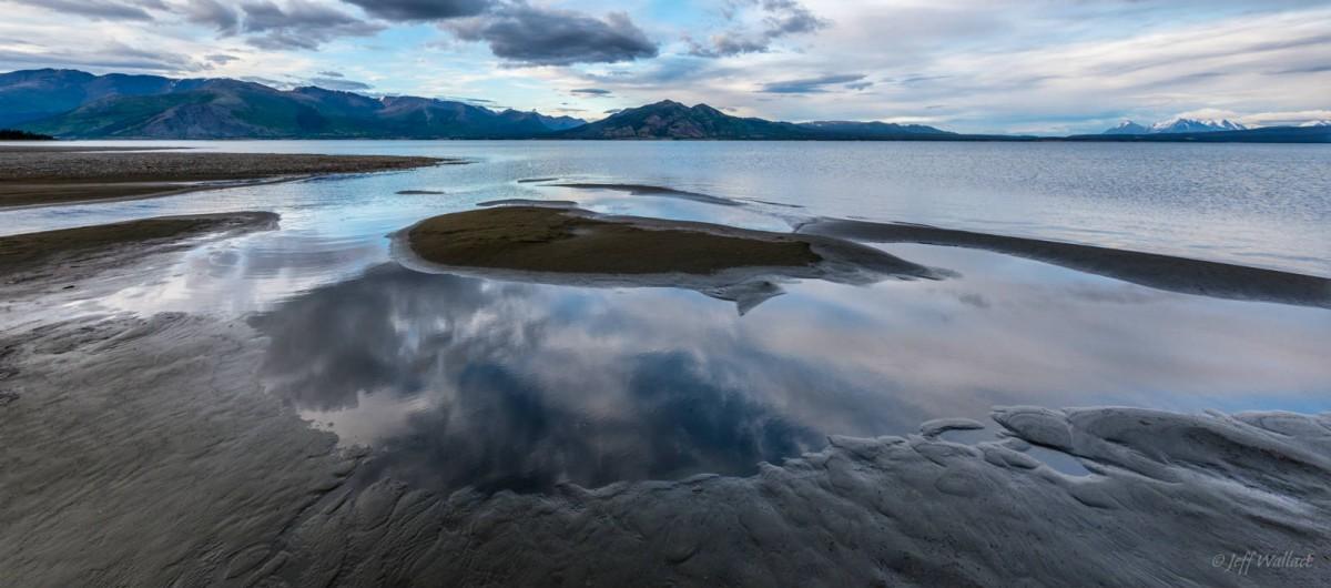 去年克盧恩湖水位已見下跌,露出部分湖床。 圖片來源:Jeff Wallace @ Flickr