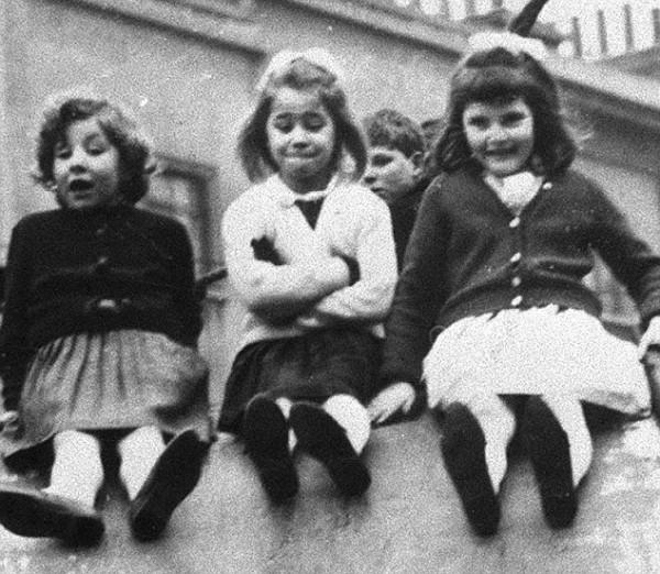 「人生七年」中, Jackie、Lynn 與 Susan 7 歲時,三人為好友。  圖片來源:ITV