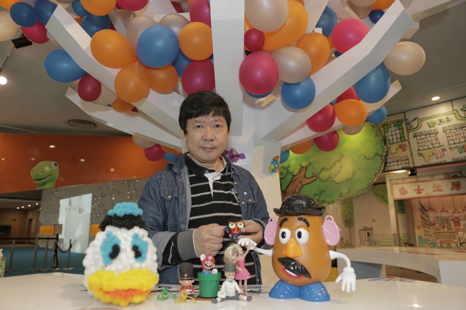 舊玩具收藏家楊維邦,收藏玩具 30 年,是舊玩具字典。後來發現楊維邦另一身份是漫畫家,是 80 年代香港漫畫研究社一員,熟悉過去百多年的中國漫畫史。
