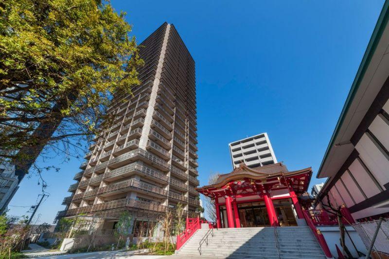 聳立在成子天神社旁的高層公寓。 圖片來源:sumaity.com