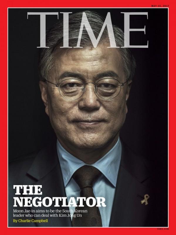 文在寅親朝態度鮮明,大選前就登上時代雜誌封面,冠以「談判者」之名。圖片來源:時代雜誌