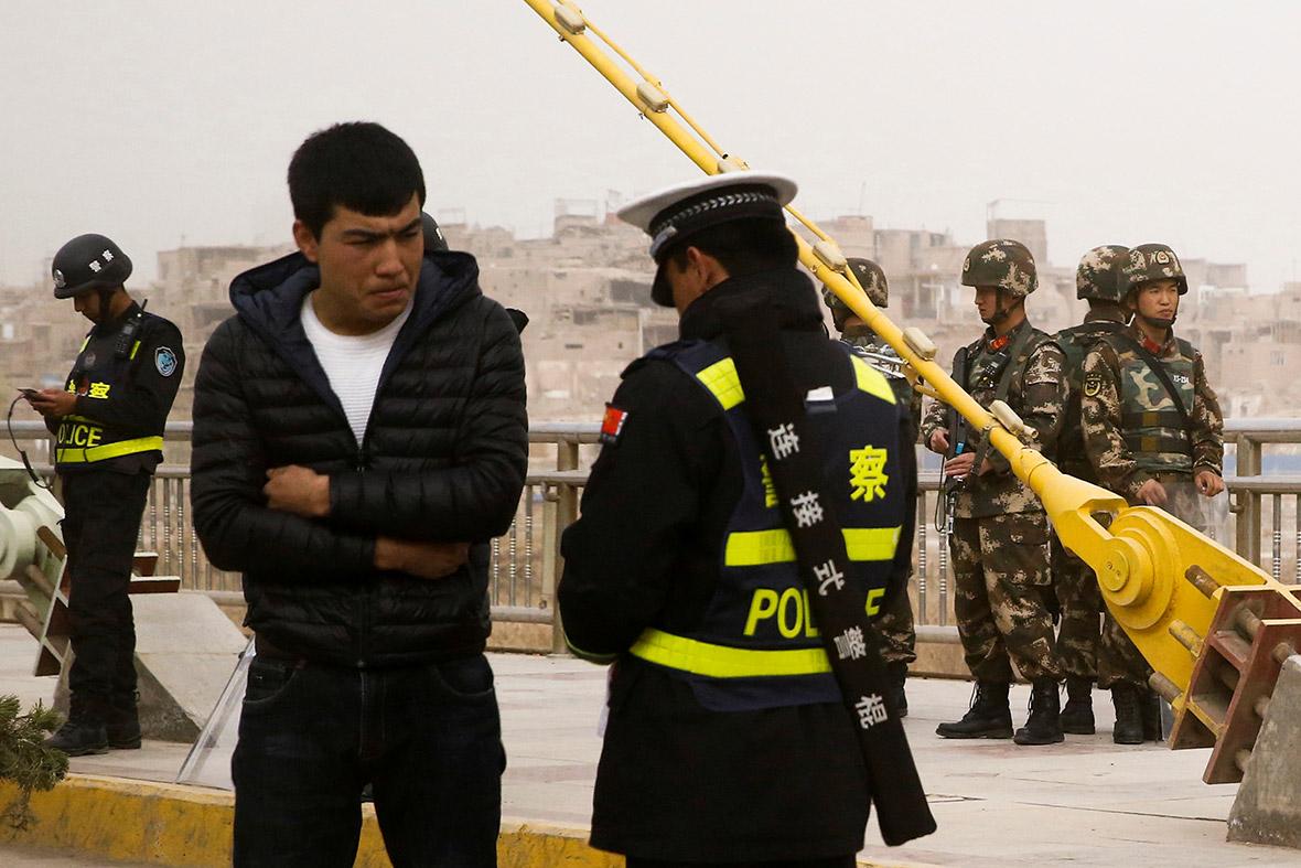 人權組織表示,中國對潛在威脅分子的監控已深入至生物層面,對象包括維吾爾族。 圖片來源:路透社